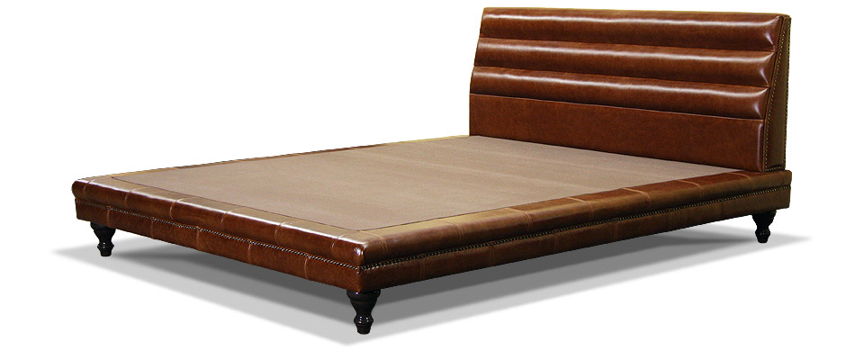 кожаная кровать на ножках