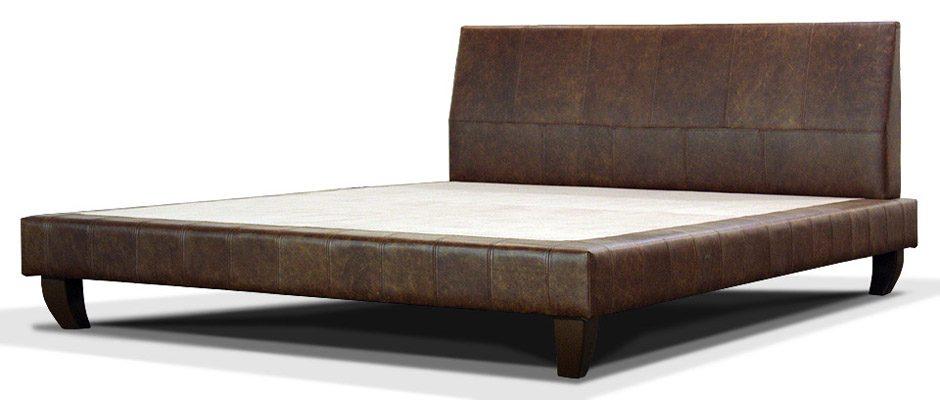 кожаная кровать в современном стиле на ножках
